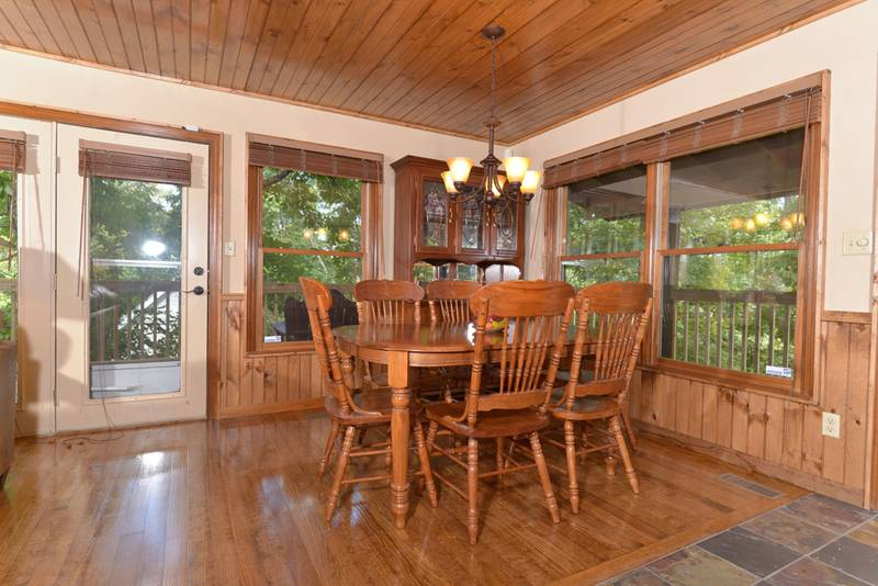 Spacious Pigeon Forge Cabin Rental Dinning Area