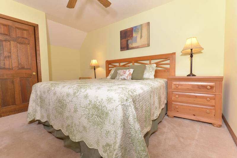 Pigeon Forge Cabin Rental Bedroom