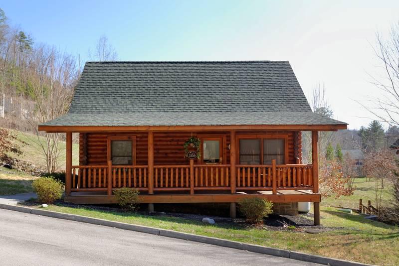 Moose inn 2 bedroom cabin rental smoky mountain ridge for Smoky mountain ridge cabins
