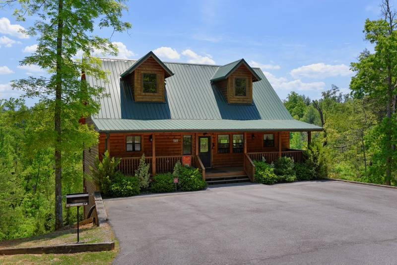 Pigeon Forge Three Bedroom Master Suite Cabin Rental