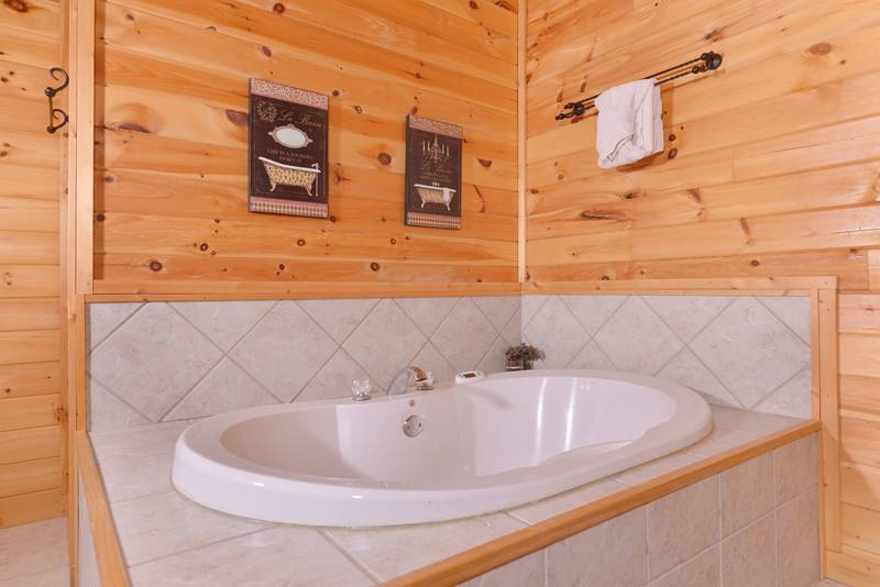 Three Bedroom Pigeon Forge Cabin with an Indoor Whirlpool
