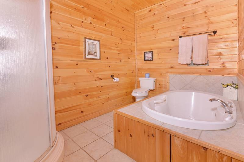 Whirlpool in Pigeon Forge Cabin Master Suite