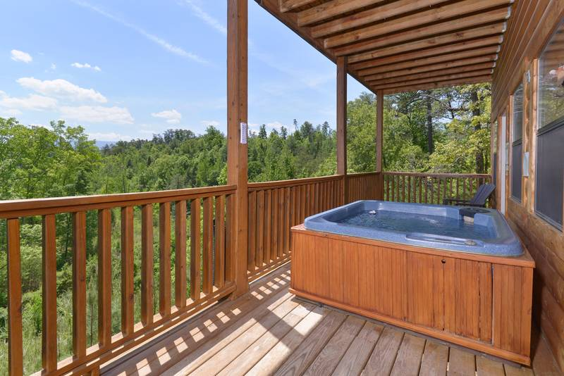 Pigeon Forge Three Bedroom Cabin Hot Tub