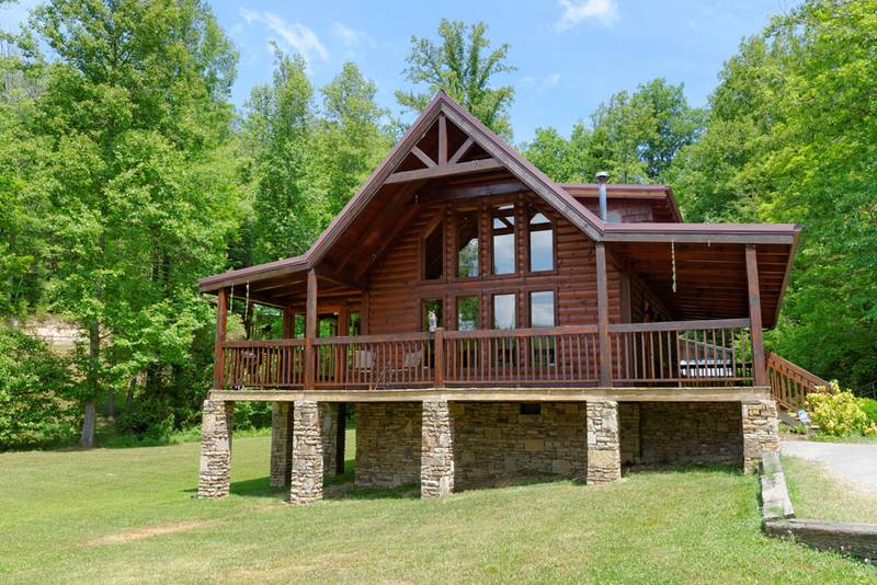 Pigeon forge tennessee convenient two bedroom cabin rental for Smoky mountain cabins with fishing ponds