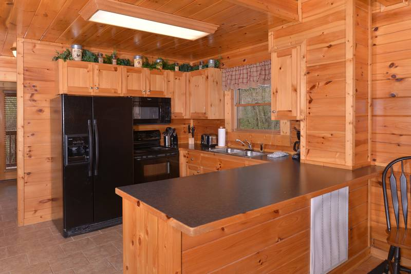 Pigeon Forge Cabin Rental featuring a Fully Equipped Kitchen