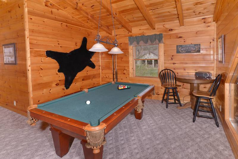 Tennessee Vacation Cabin Rental featuring a seating area in the Gameroom