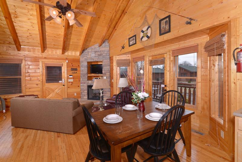 Pigeon Forge Cabin Rental featuring a Kitchenette