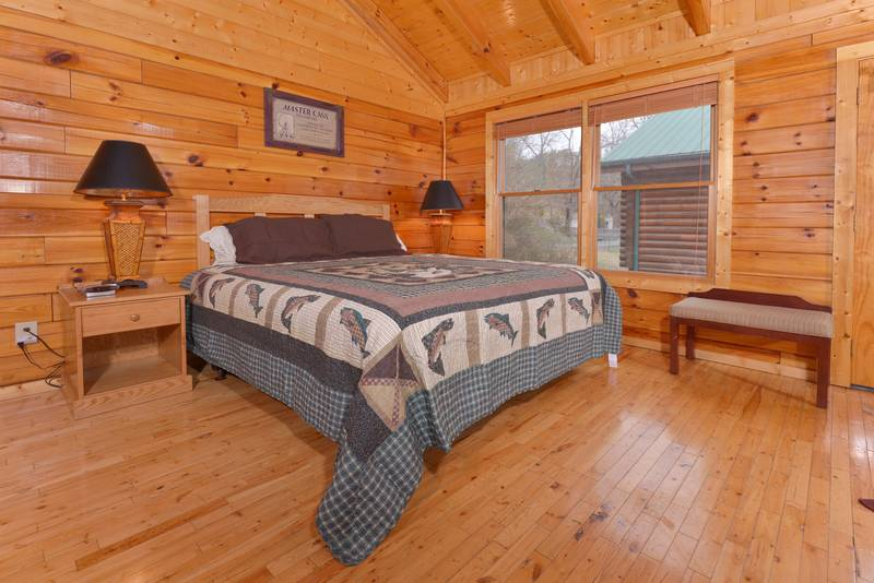 One Bedroom Cabin Rental that features a King Size Bed