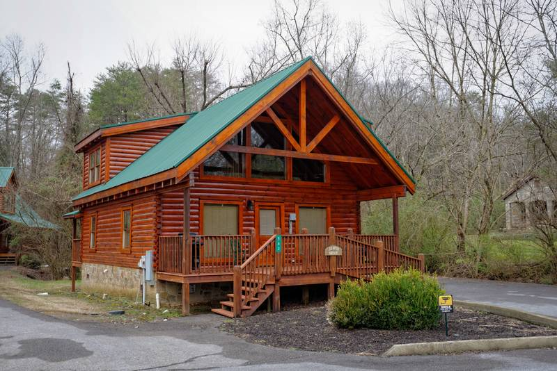 Pigeon Forge Grand Rod Run Convenient Two Bedroom Cabin Rental