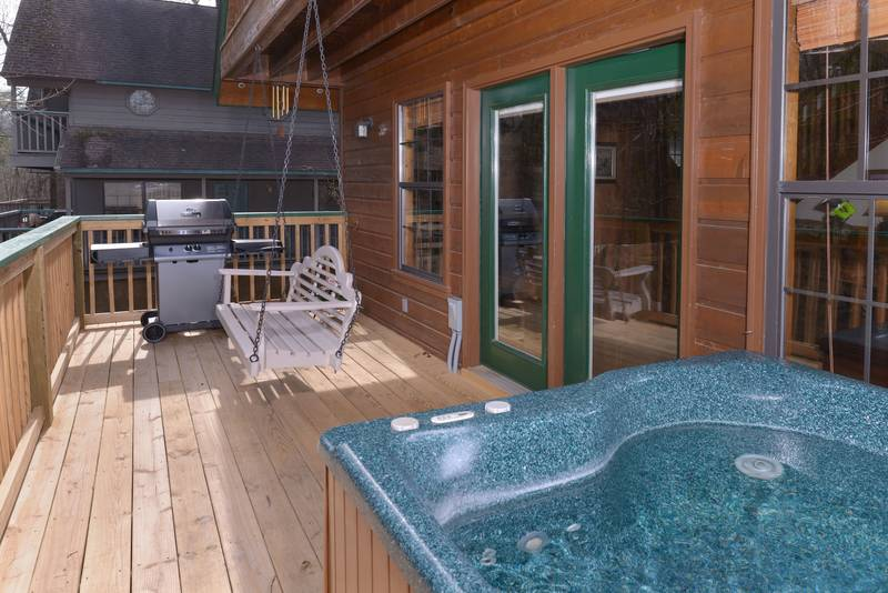 Dancing Bear Lodge Convenient Pigeon Forge Two Bedroom Cabin Rental