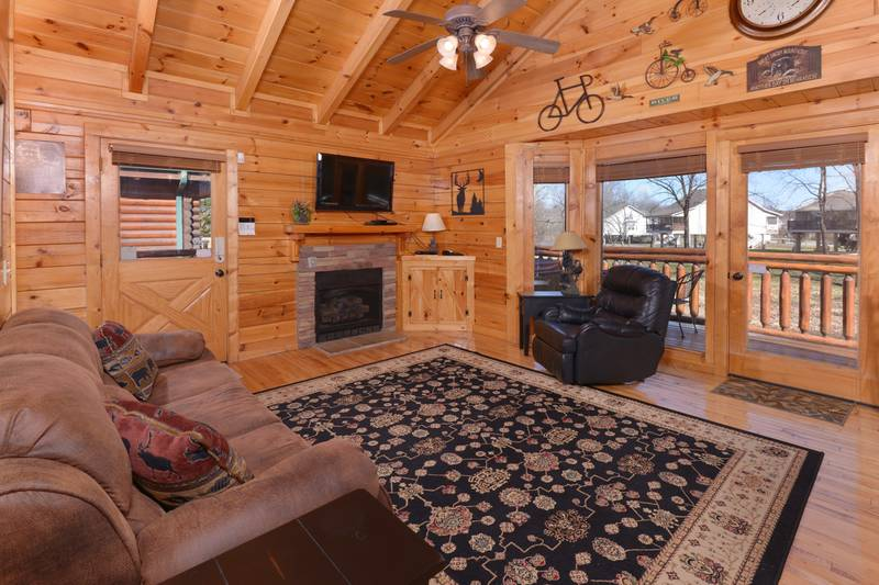 Tennessee Vacation Cabin Rental Livingroom Area