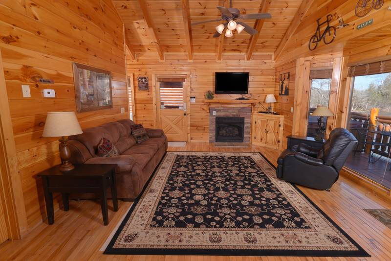 Tennessee Vacation Cabin Rental Livingroom Area with a Sleeper Sofa