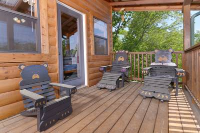 Pigeon Forge Cabin Mamma Bear Papa Bear Baby Bear Lounge Chairs