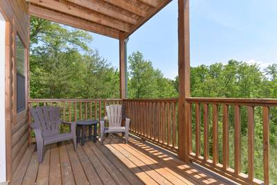 Pigeon Forge Cabin Outdoor Seating Area