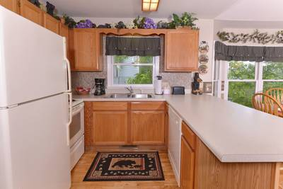 Pigeon Forge Cabin Rental Kitchen Area