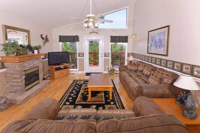 Comfortable Pigeon Forge Chalet Rental Living Room