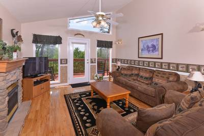 Convenient to the Pigeon Forge Parkway Pigeon Forge Chalet Rental