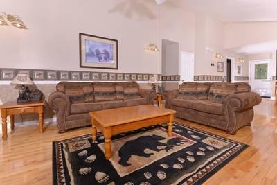 Pigeon Forge Living Room Chalet Rental