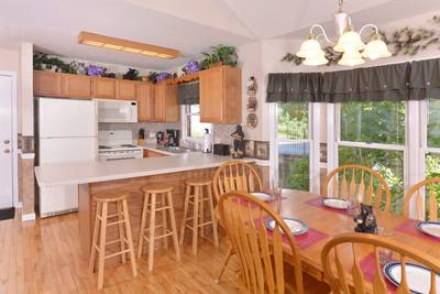 Pigeon Forge Chalet Rental with a Fully Equipped Kitchen