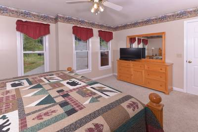 Pigeon Forge Chalet Rental Bedroom Area that Features a Flat Screen Television