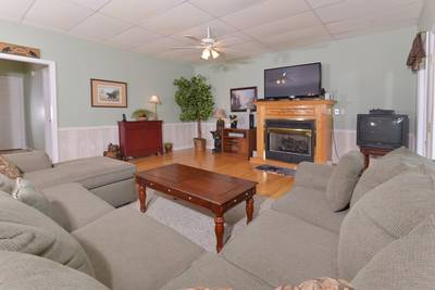 Tennessee Vacation Cabin Rental Gameroom