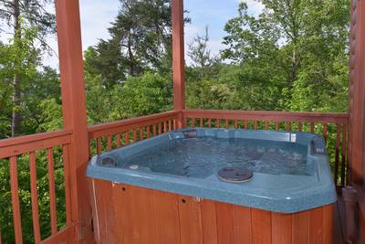 Pigeon Forge Cabin Hot Tub